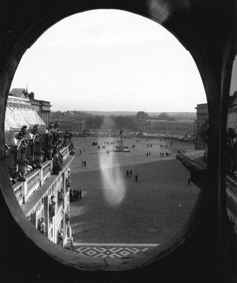 Chateau-Versailles_Vue-sur-cours-depuis-les-combles_2005_S-Desroches_Architecte_c